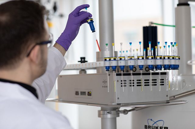 Charles River offers analytical chemistry services in early drug discovery using technology such as nuclear magnetic resonance (NMR), supercritical fluid chromatography (SFC), and mass spectrometry (GC-MS).